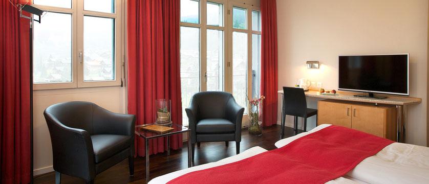 switzerland_jungfrau-ski-region_grindelwald_hotel-belvedere_classic-bedroom3.jpg